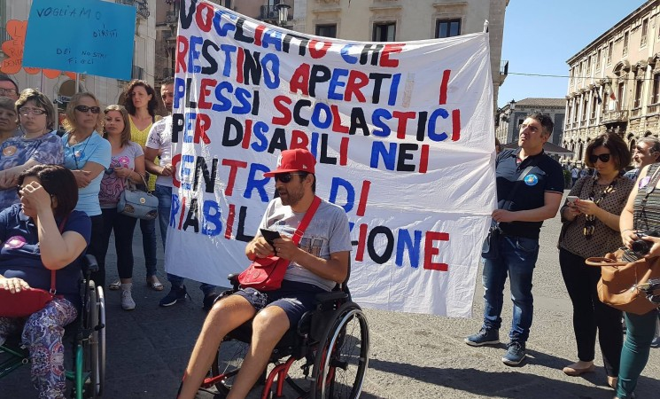 Disabili in piazza per difendere diritti e dignità